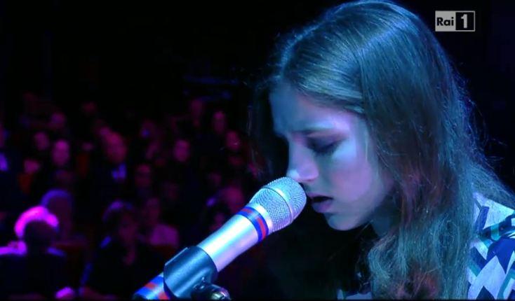 Sanremo 2013: Birdy emoziona l'Ariston con 'Skinny Love'