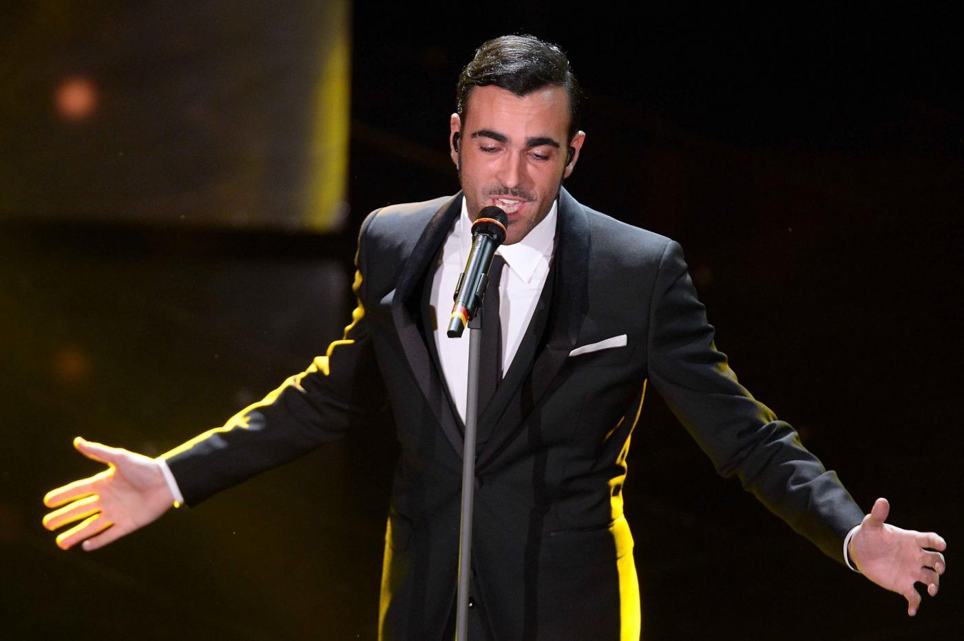 Sanremo 2013: Marco Mengoni emoziona e si commuove con Luigi Tenco