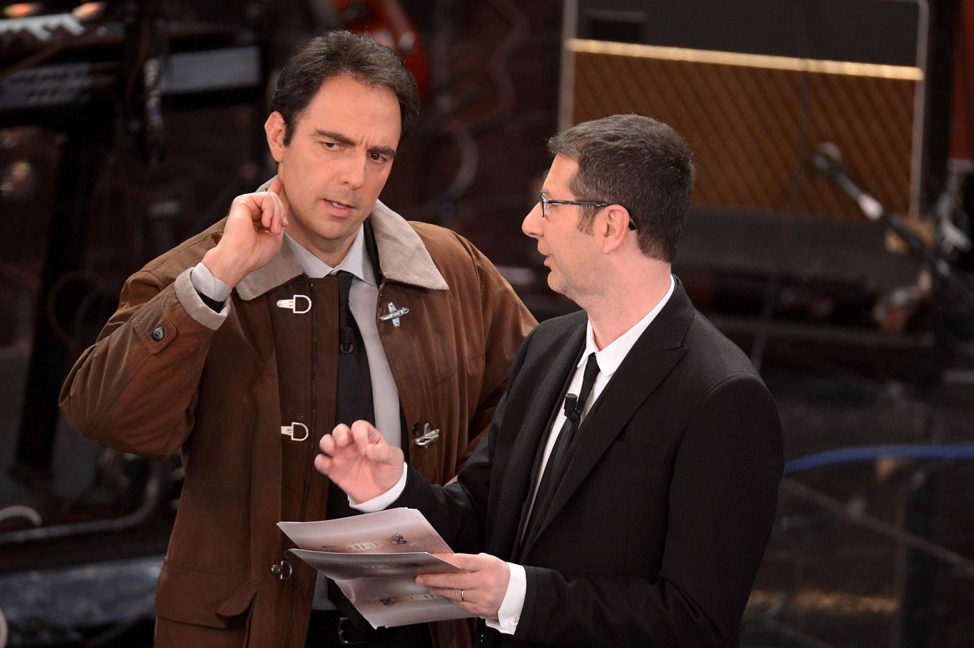 Sanremo 2013: Neri Marcorè è Alberto Angela sul palco dell'Ariston