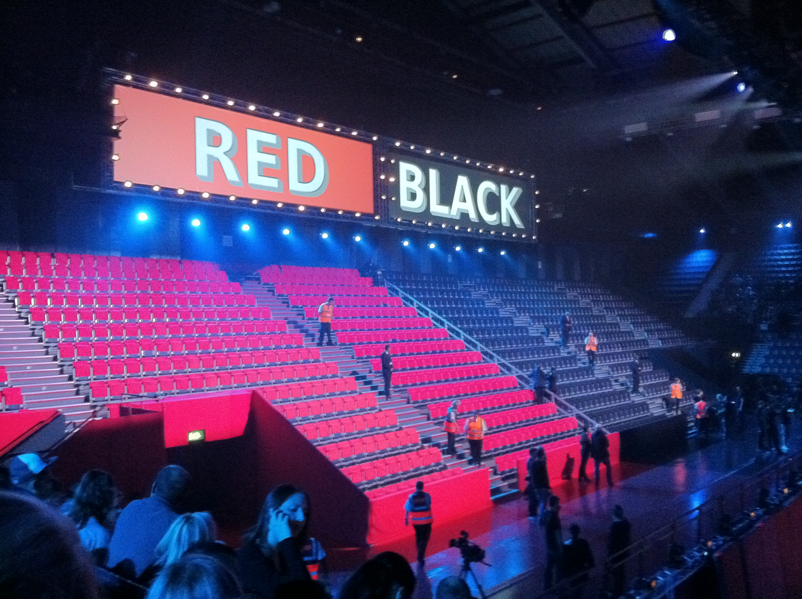 Red or Black?, le novità del game show di RaiUno condotto da Frizzi e Cirilli