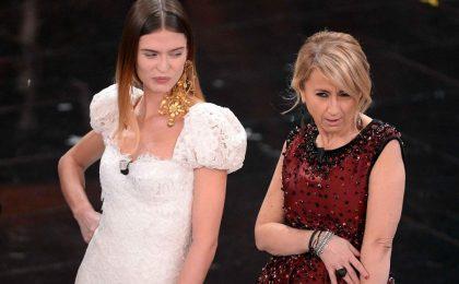 Sanremo 2013: Bianca Balti fa 'sfilare' la Littizzetto sul palco dell'Ariston