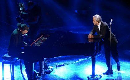 Sanremo 2013: Caetano Veloso incanta l'Ariston accompagnato da Bollani