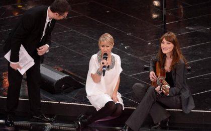 Carla Bruni a Sanremo 2013 duetta con Luciana Littizzetto