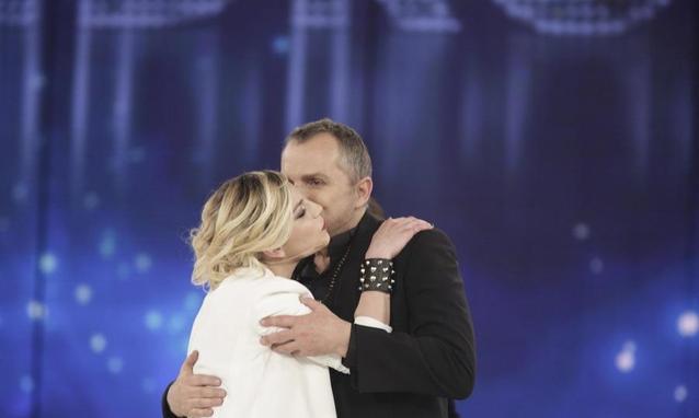 Emma con Miguel Bose serale