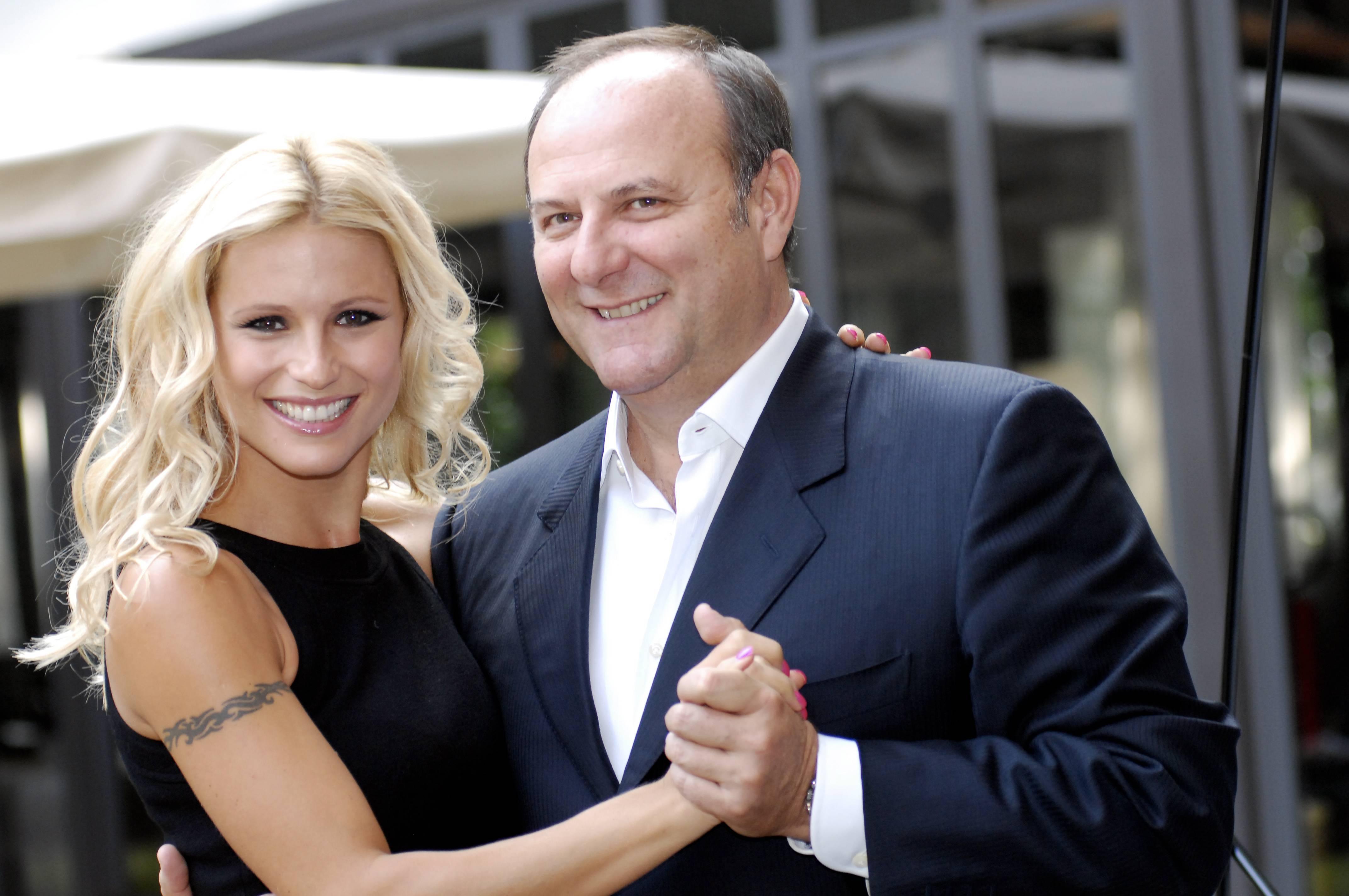Ascolti Tv venerdì 12 aprile 2012: Paperissima vince la serata con quasi 5 mln