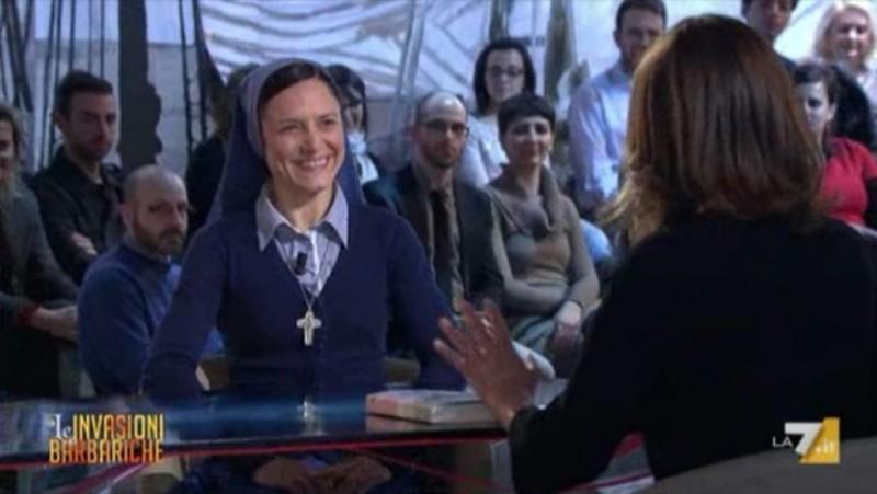 Le invasioni barbariche ospita Suor Anna, l'ex cubista diventata 'ballerina di Dio' [VIDEO]