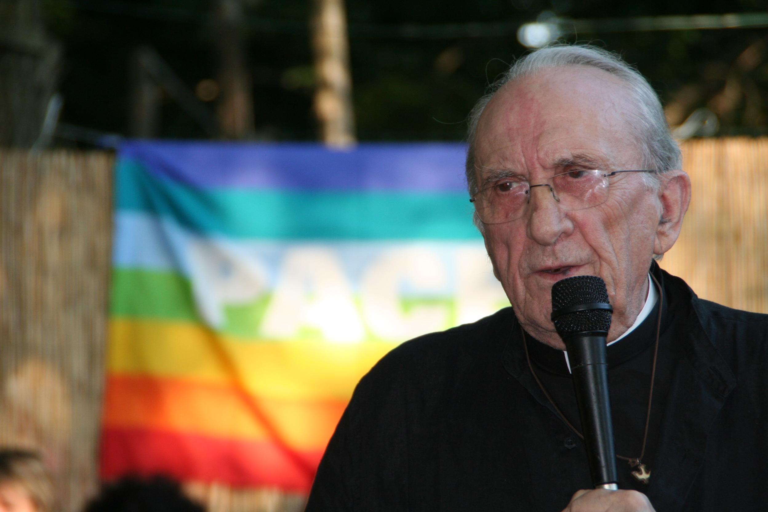 """Don Andrea Gallo in TV, le più belle apparizioni del """"prete di strada"""""""