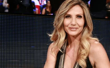 Lorella Cuccarini giudice a Ti lascio una canzone: Antonella Clerici la 'incastra' a Senza parole