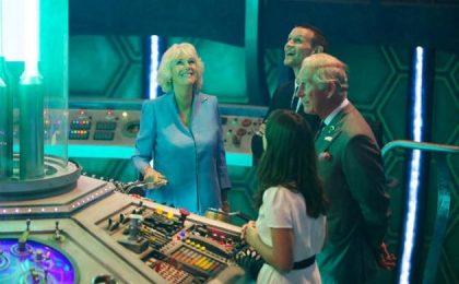 Doctor Who: il principe Carlo e Camilla visitano il set [FOTO+VIDEO]