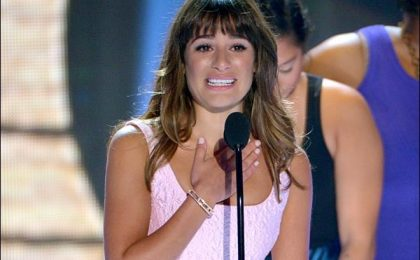 Lea Michele vince il Teen Choice Award, dedica la vittoria a Cory Monteith [VIDEO]