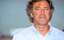 Le Iene Show: Luca Barbareschi tira calci e pugni a Filippo Roma