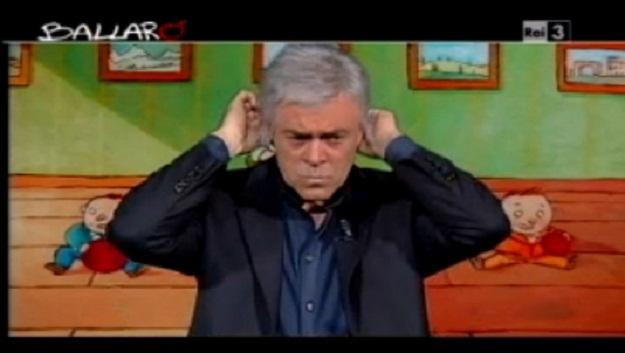 Crozza a Ballarò (22/10/2013): 'La politica italiana è come i crackers rotti' [VIDEO]