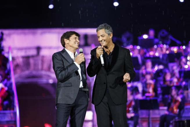 Gianni Morandi Live In Arena: è subito show con Fiorello e Raffaella Carrà, buona la prima