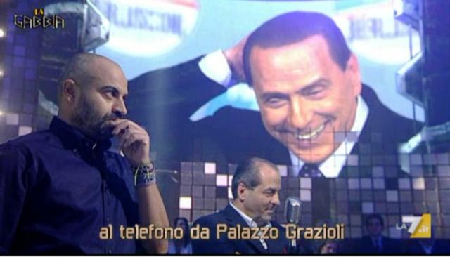 La Gabbia, Paragone chiama in diretta Silvio Berlusconi [VIDEO]