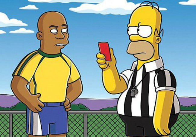 I Simpson, Homer arbitro ai Mondiali di calcio; i 'precedenti' con Messi e Ronaldo [VIDEO]