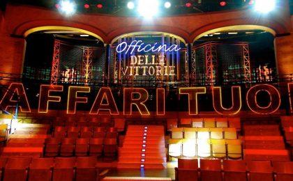 Affari tuoi: Rai Uno festeggia il decennale dello show con il cast dei conduttori storici