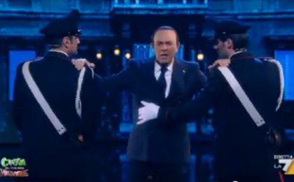 Crozza nel Paese delle Meraviglie-Berlusconi: 'Vi scateno contro Dudù' [VIDEO]