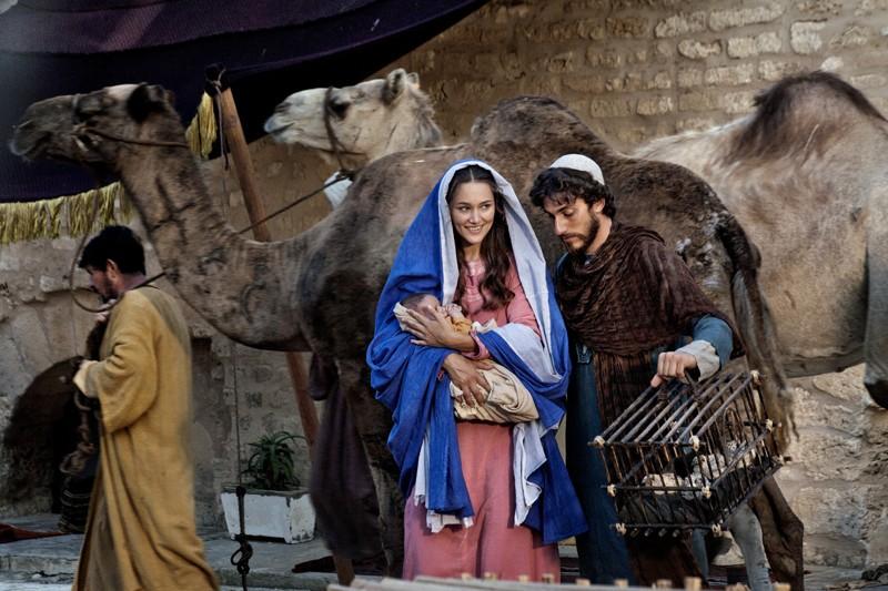 Stasera in TV, domenica 7 dicembre 2013: Maria di Nazaret, Il Segreto, Lucignolo