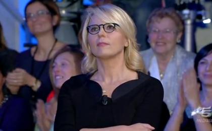 C'è posta per te: Maria De Filippi su Canale5 sposta e condensa 'buste' al cardiopalma