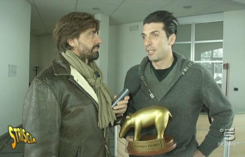 Gigi Buffon, tapiro da Striscia la notizia: 'Gossip il flirt con la D'Amico, resto con Alena'