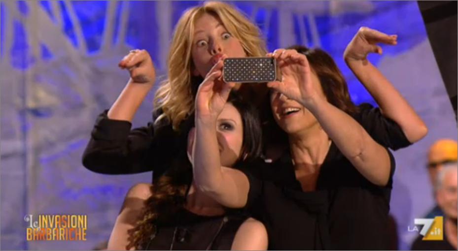 Alessia Marcuzzi, Laura Pausini, Daria Bignardi e il selfie