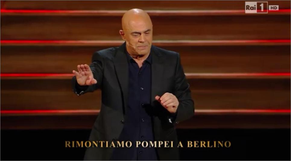 Maurizio Crozza canta contro l'europa