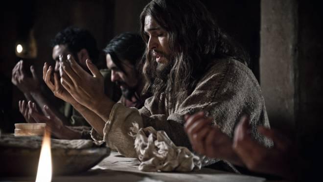 Stasera in TV, domenica 13 aprile 2014: Un medico in famiglia 9, La Bibbia, Lucignolo