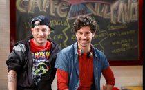 Clementino a Un posto al sole: il rapper guest star tra gli attori della soap opera di Rai Tre