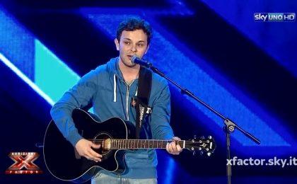 Lorenzo Fragola a X Factor 8 Italia: lo studente commuove i giudici alle Audizioni