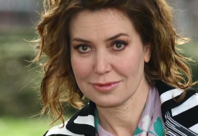 Sabina Guzzanti furibonda ad Agorà: lascia lo studio e offende il conduttore