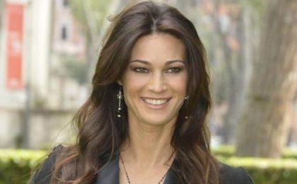 Manuela Arcuri riscopre l'amore con un avvocato