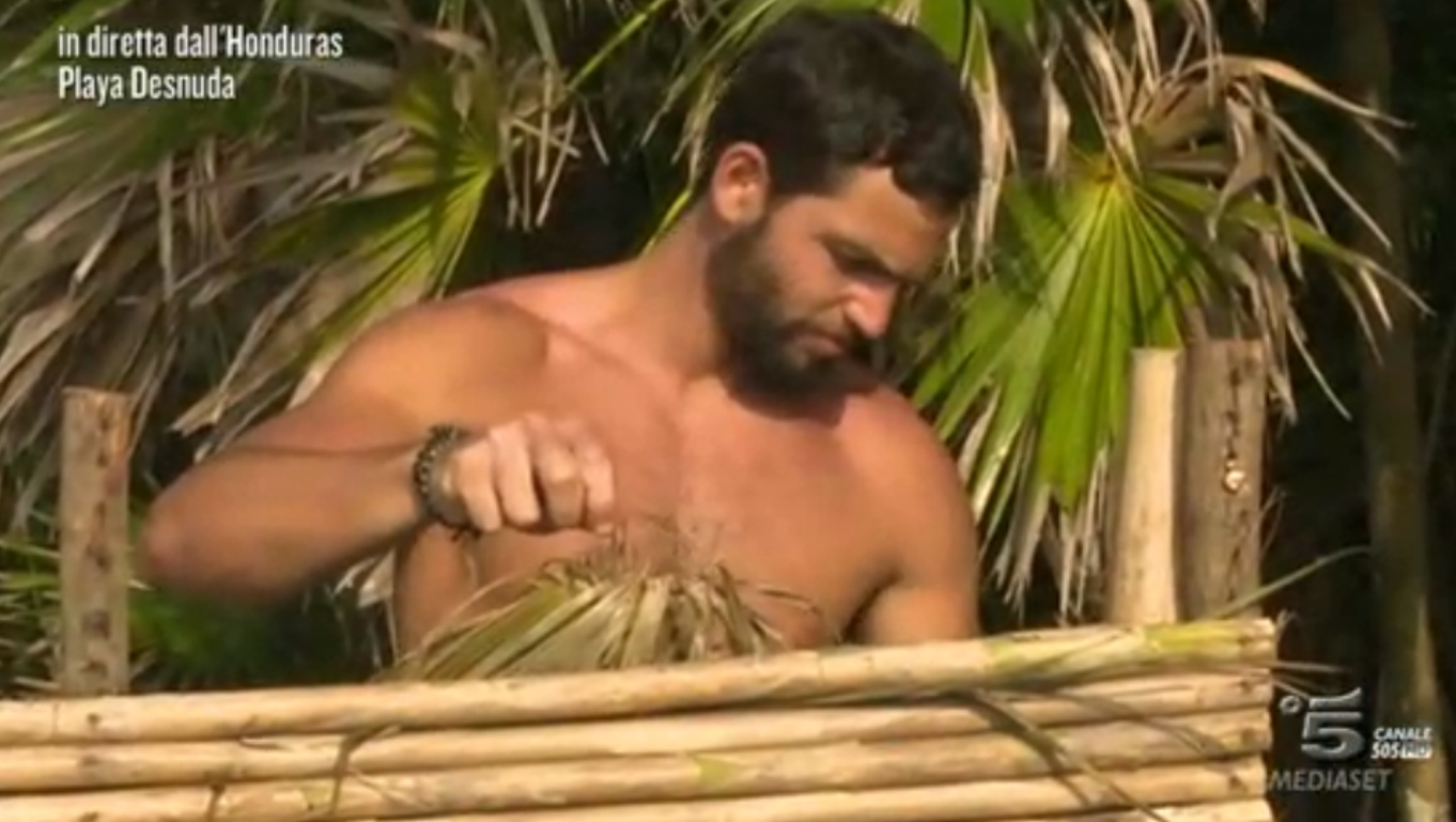 Brice Martinet nudo e crudo all'Isola dei Famosi