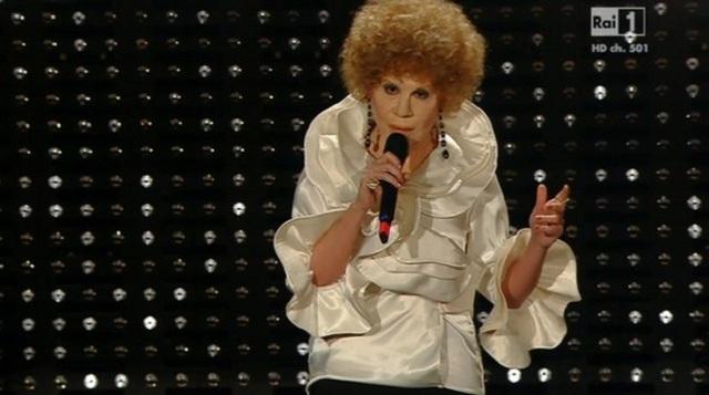 Virginia Raffaele a Sanremo 2015 imita Ornella Vanoni: 'Siamo a Sanremo o a Cocoon?'