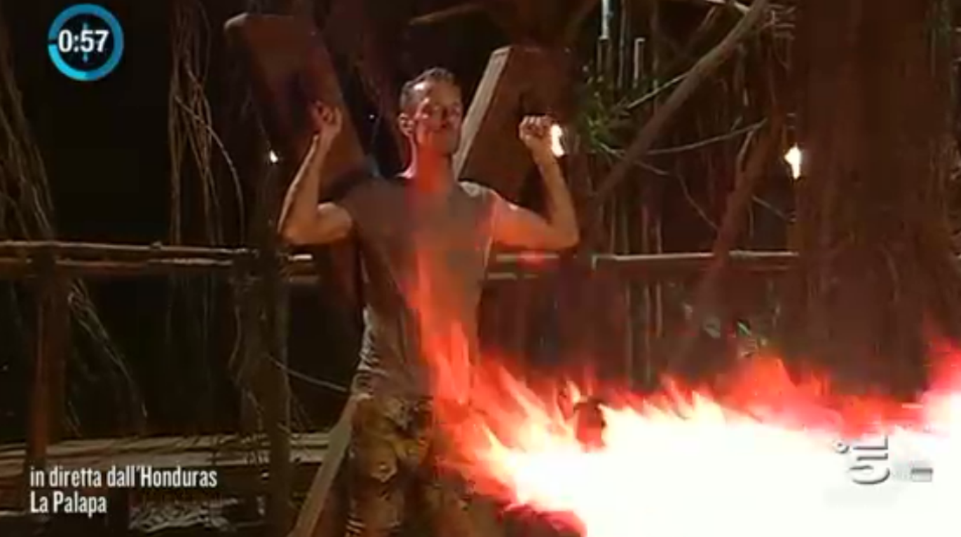 Rocco resiste alle fiamme