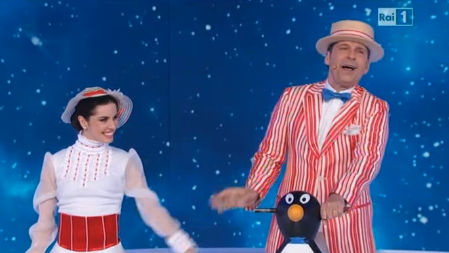 Fabrizio Frizzi con pinguino a Notti sul ghiaccio