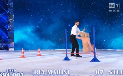 Valeria Marini: brutta caduta a Notti sul ghiaccio durante la prova tecnica [Foto]