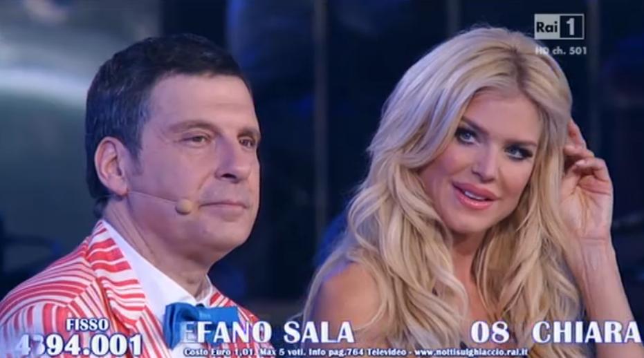 Victoria Silvstedt seduta vicino a Fabrizio Frizzi
