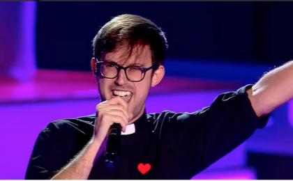 La Voz: Padre Damian sulle orme di Suor Cristina nella versione spagnola di The Voice