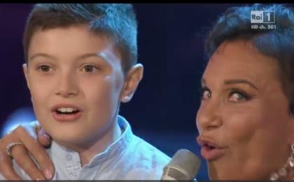Senza parole, puntata del 16 maggio 2015 in diretta su Rai 1: il bambino fan dei Ricchi e Poveri [Live]