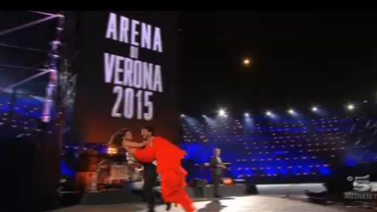 E Grigolo prese in braccio Belen