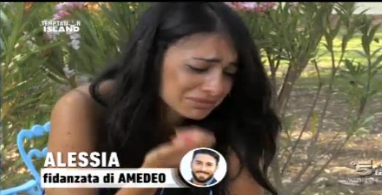 Alessia piange dopo il video su Amedeo