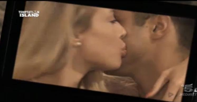 Il bacio tra Giorgio e Aurora