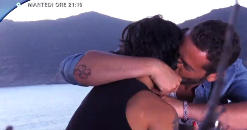 Il dubbio, Emanuele bacia Fabiola
