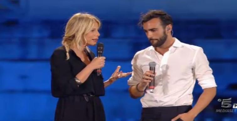 Le domande di Alessia Marcuzzi a Marco Mengoni