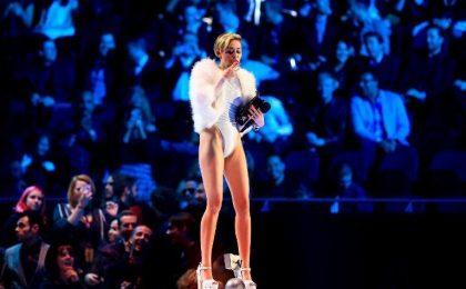 MTV VMA 2015, Miley Cyrus presenta i Video Music Awards: le nomination
