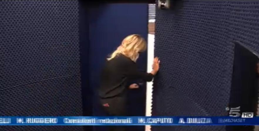 Alessia Marcuzzi entra in casa