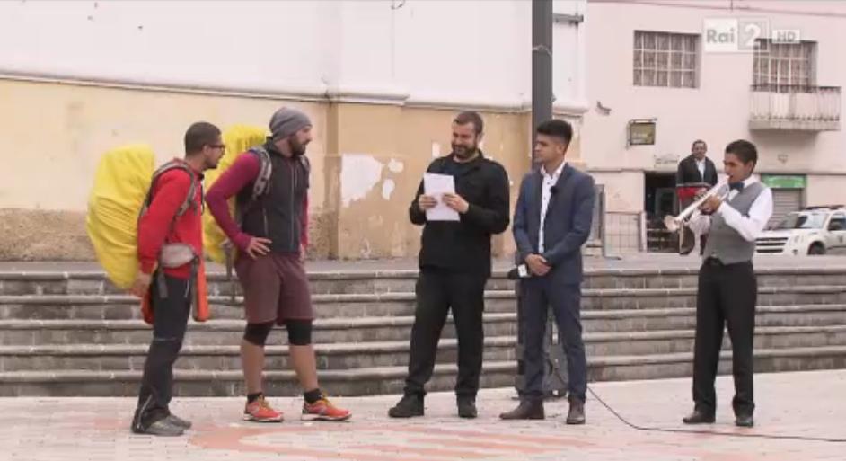 Gli Antipodi primi a cantare il brano ecuadoriana