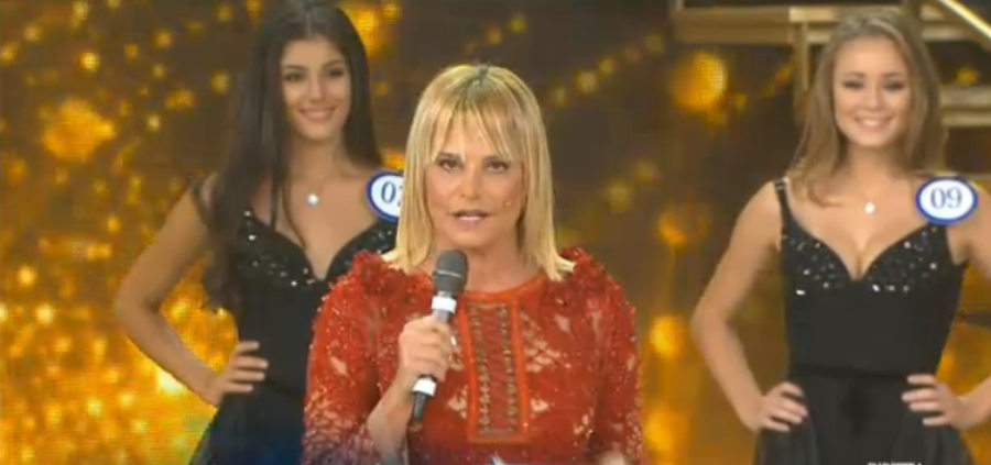 Simona Ventura conduce Miss Italia 2015