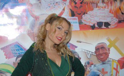 Lisa Fusco, una caduta per Striscia la Notizia in cambio di 10mila euro: lo scherzo di Selvaggia Lucarelli