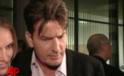 Charlie Sheen ricoverato, rischia il licenziamento da Due Uomini e mezzo?